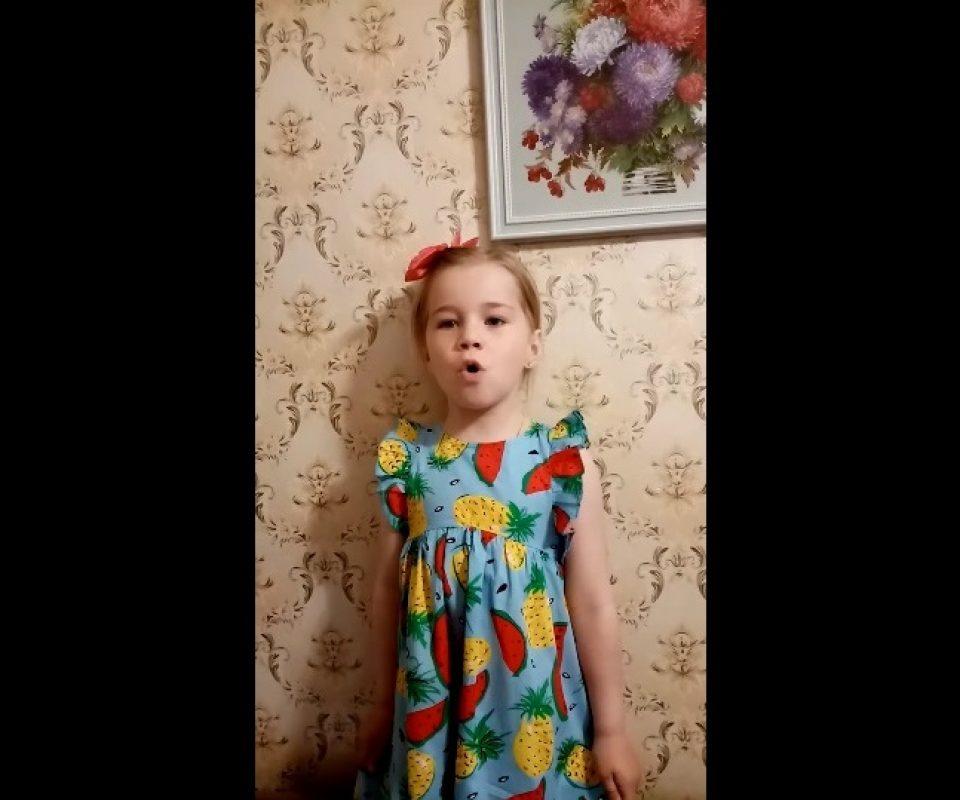 Polina-Stepanova-iz-sela-Tatevo-Tverskoj-oblasti-_4-goda.jpg